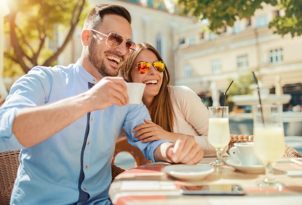 Flirting in a cafe - How to ask a Pisces man out